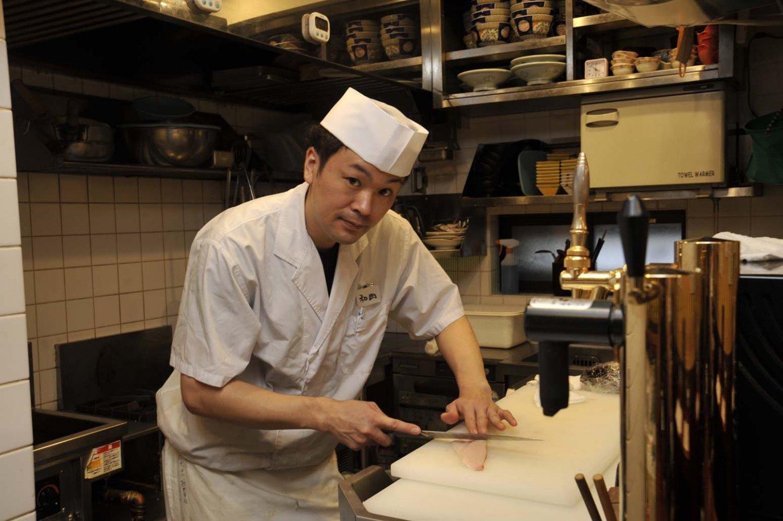 「まずは刺盛りを食べて、魚介類のおいしさを堪能してください」と店長の和田隼人さん。
