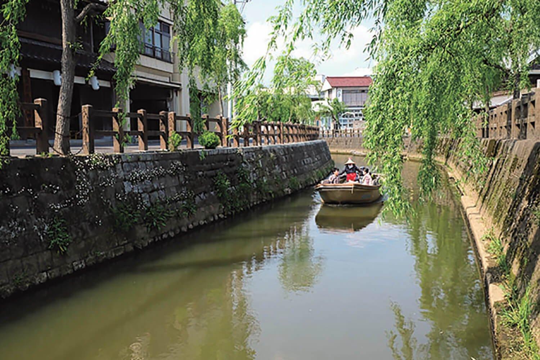 小野川を舟で周遊する舟めぐりは、所要時間30分、 船賃1300円。