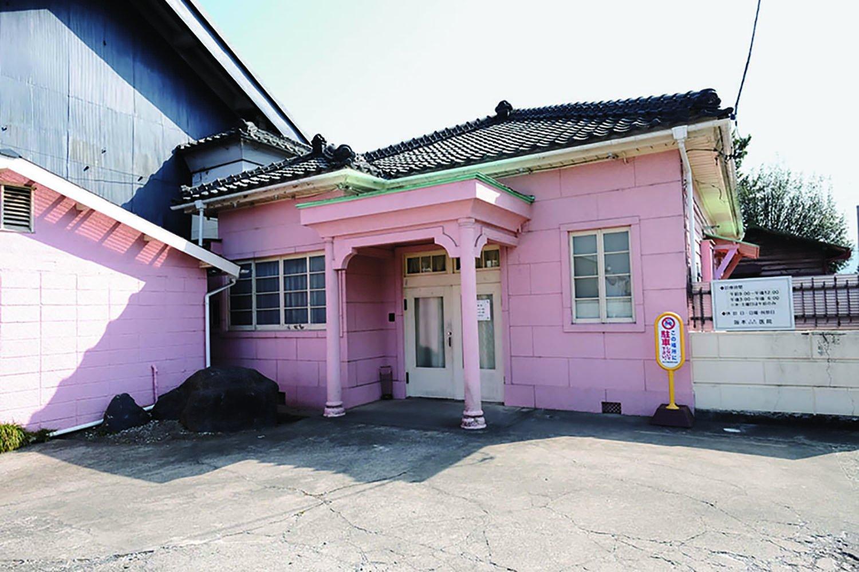 レトロな洋館は坂本医院。大正12年(1923)築。