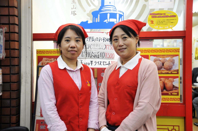 スタッフは中国人。こんなところにも本物志向の店のスタンスがうかがえる。