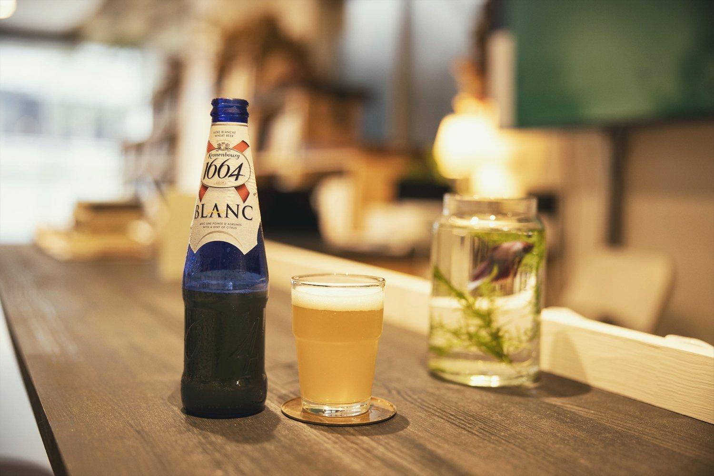 オレンジピールがきいたフランスのビール600円。