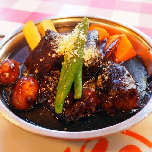 浅草で、心躍るごちそうを。老舗洋食店『ヨシカミ』のビーフシチュー