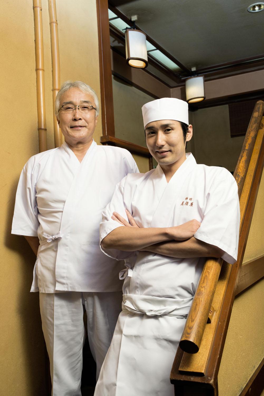 つゆは3代目の田中秀樹さん、そばは4代目の勲さんが担当。