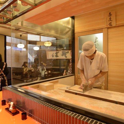 """洗練された""""老舗""""で過ごす。東京都内の昔ながらのいいそば屋8店。"""