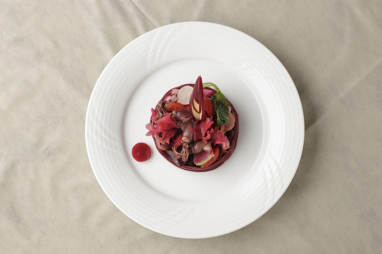 赤色のサラダ。