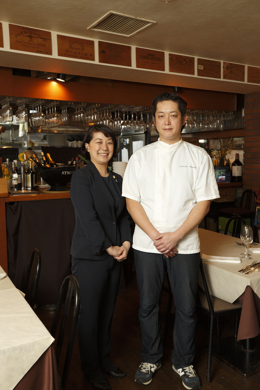 フランスの2ツ星レストランの経験をもつシェフの田中督士さんと、オーストリアワイン大使でもある飯岡聡子さん。