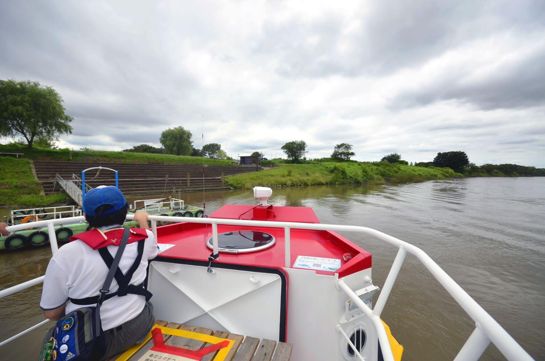 利根川を少し下って対岸の小堀船着場に到着。