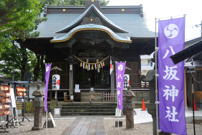 旧街道歩きの友、八坂神社。かつて門前に取手町道路元標があった。