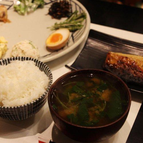 地元野菜たっぷりのお惣菜と焼き魚。ランチにもディナーにもうれしい、吉祥寺『きっちん大浪』の癒やし系定食
