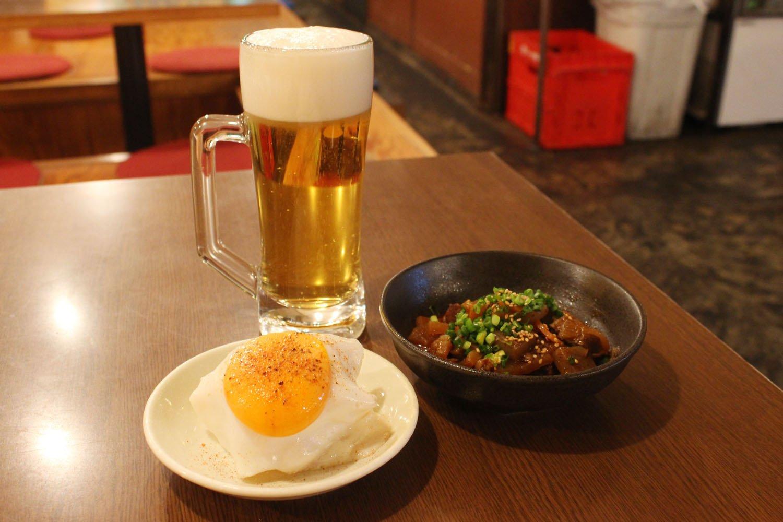 国産牛のすじ煮込み650円、どいちゃん ポテトサラダ530円。