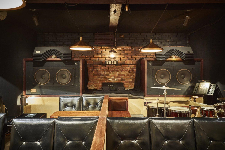 『ベイシー』店内。JBLの社長も訪ねてきたという荘厳なレコード演奏空間。