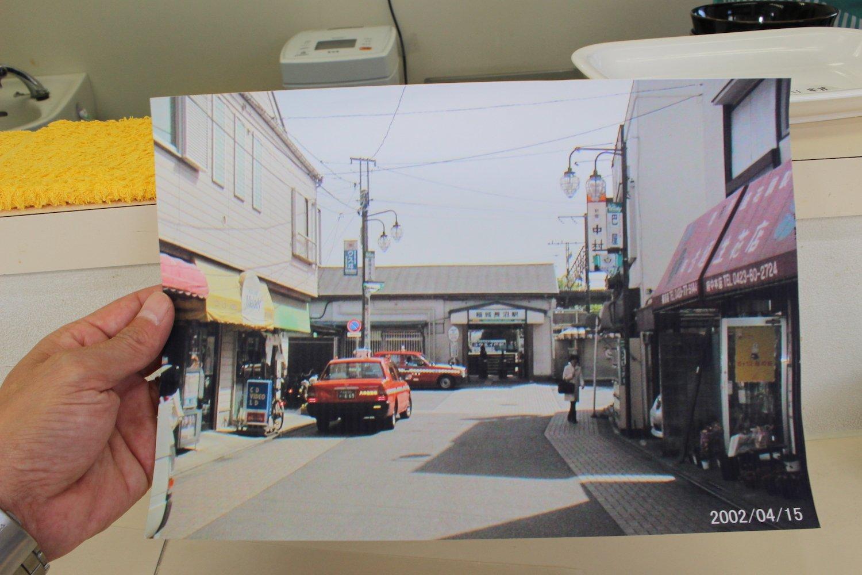 2002年の稲城長沼駅前。