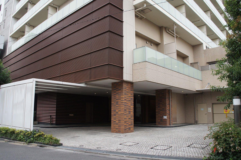 南口ロータリーの一角にある好立地の大型マンション「パークハウス阿佐ヶ谷レジデンス」。