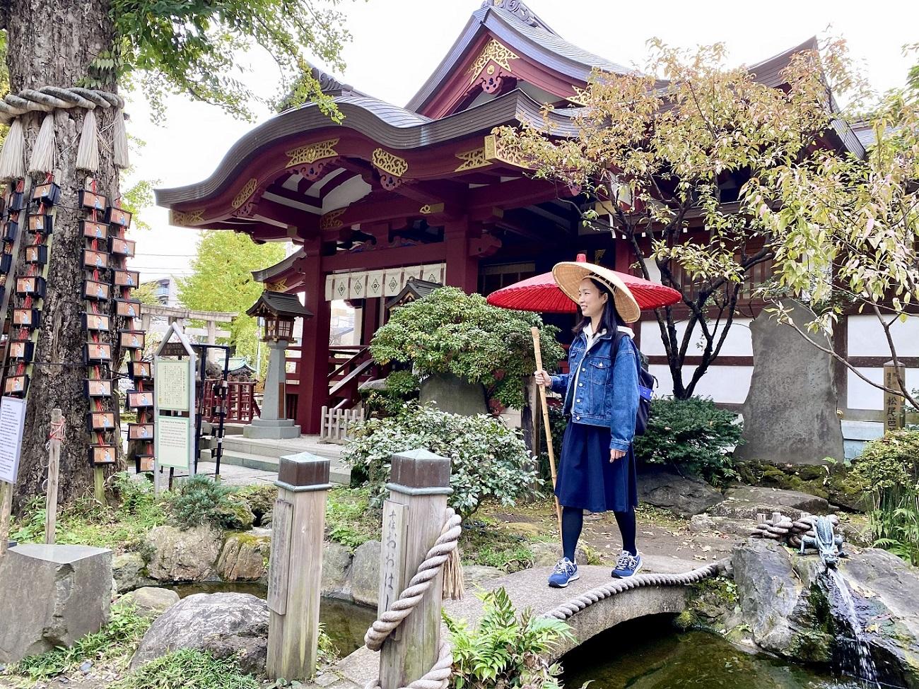 「行く秋や鳥啼き猫は毛づくろい」(町田)。季節の移り変わりの速さにビビる感じを芭蕉風に表してみました……。