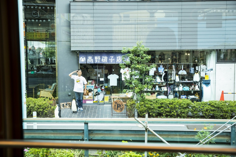 以前、「散歩の達人号」が走った時には高野さんと相棒の銀の輔くんが顔を出してくれました。
