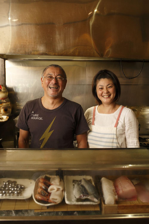 吉崎さん夫婦。裕さんはフォークソング好きで、店名は友部正人の曲『ふーさん』から。
