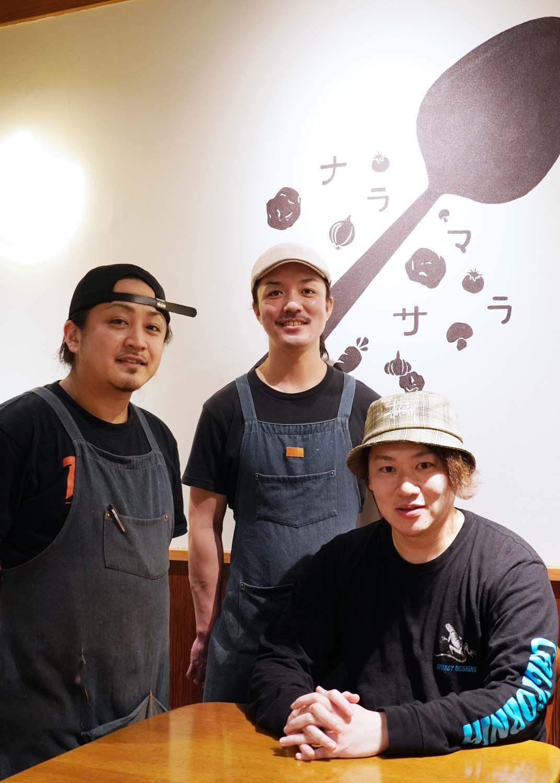左から、店長の曽我和騎さん、梶浦さん、天羽さん。