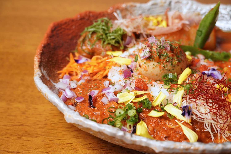 香辛料が効いた大人な味のマサラキーマは、単品1023円。