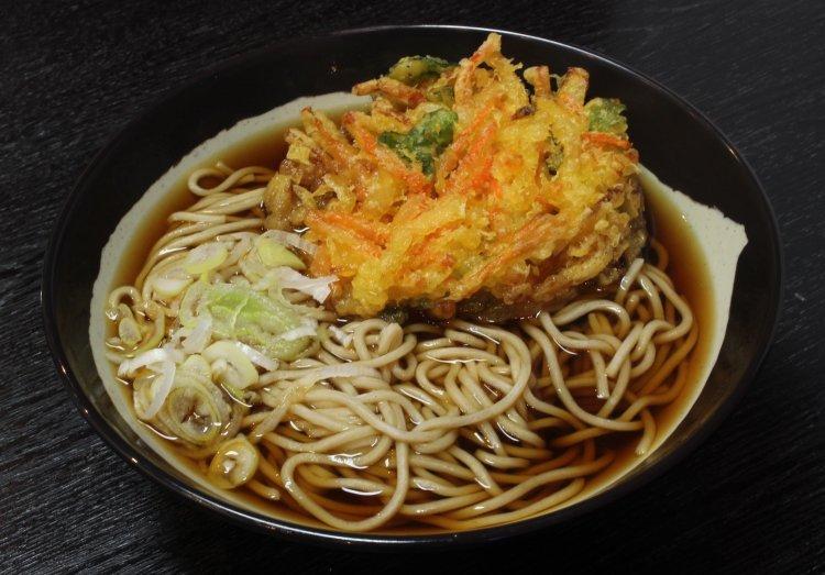 【東京ナゼココ立ち食いそば】西馬込『そば三』。坂を越えた先にポツンとある店は計算ずくだった