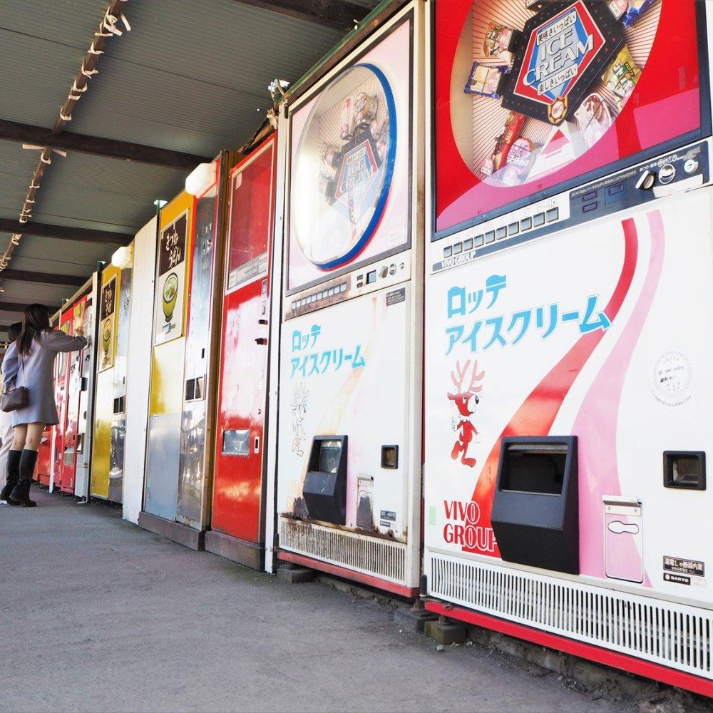 相模原・レトロ自販機の聖地がパワーアップ! あの「鉄剣タロー」の自販機も……
