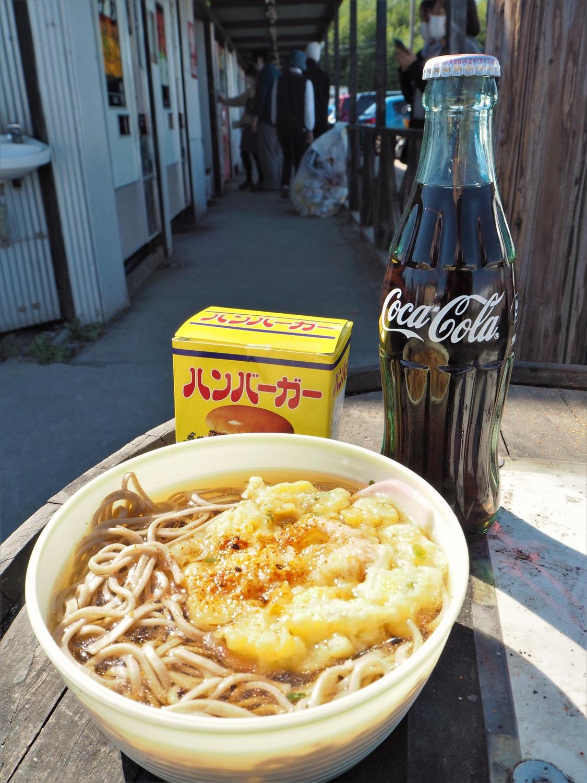 サクふわ食感の天ぷらそば300円にチーズバーガー 280円、お楽しみの瓶コーラは100円!
