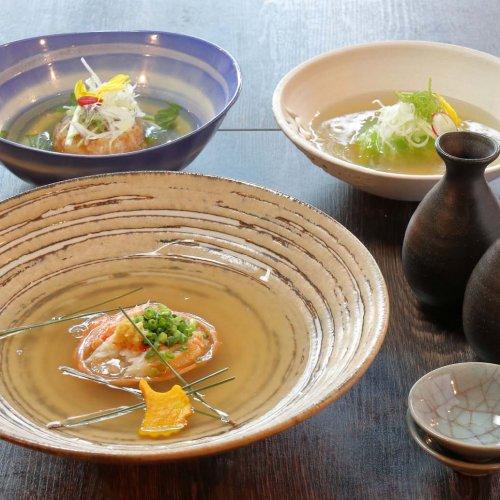 神田の『保夜萬歩参(ほやまんぼすりー)』は、遊び心に富むスペシャルおでんと地酒で勝負