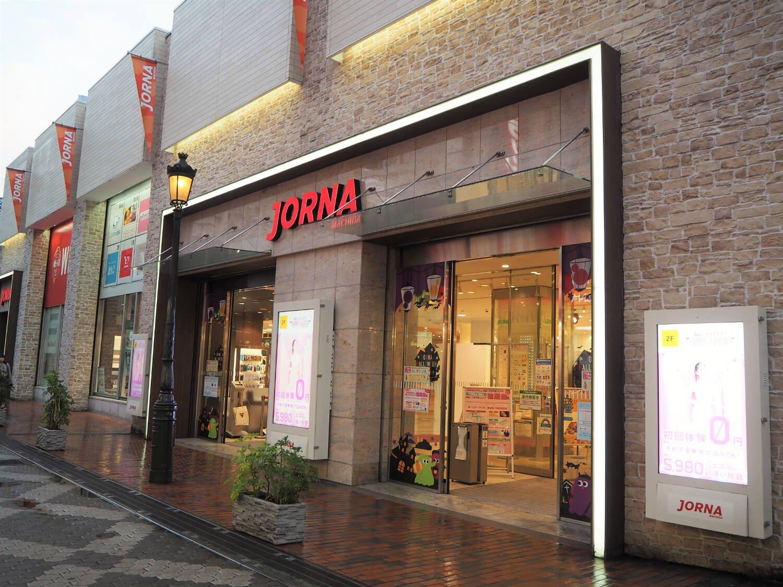44周年を迎えた町田のランドマーク的なビル。地下2階・地上4階にファッション、雑貨や飲食など46店舗が入る。「リーズナブルで気軽に買い物を楽しめる店が豊富です」(開発管理グループ長・佐藤さん)。