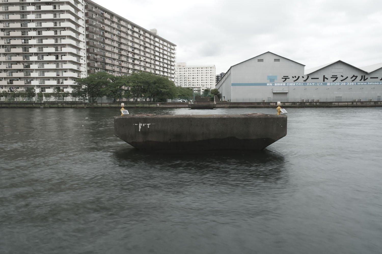 橋脚は小型船舶からすると大きな障害物になりそうだけど撤去される気配はない。