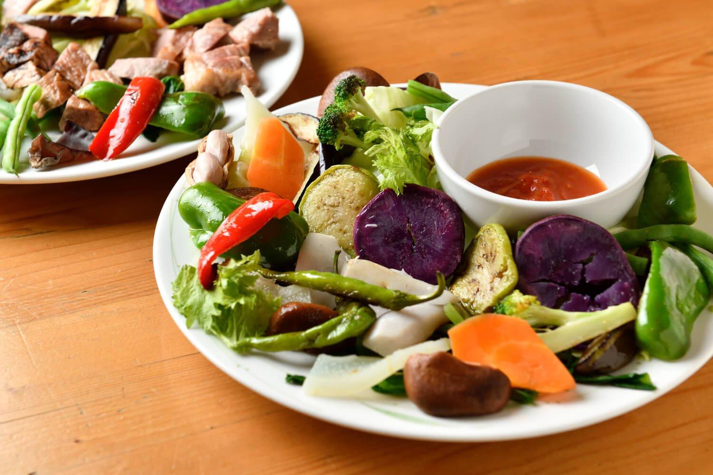 温野菜盛り合わせ990円はもちろん「まち★ベジ」野菜を使用。素材ごとに調理方法・時間が違う。