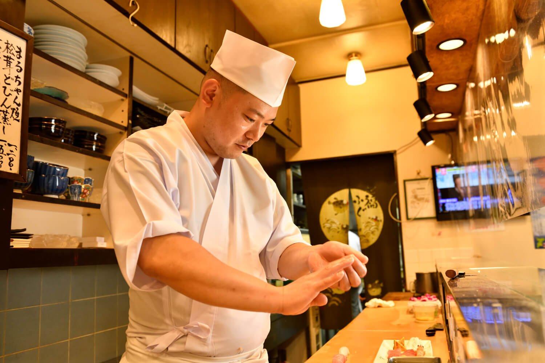 遠藤さんは日本で5年、カナダで7年修業。ハリウッドスターに鮨をふるまったことも。