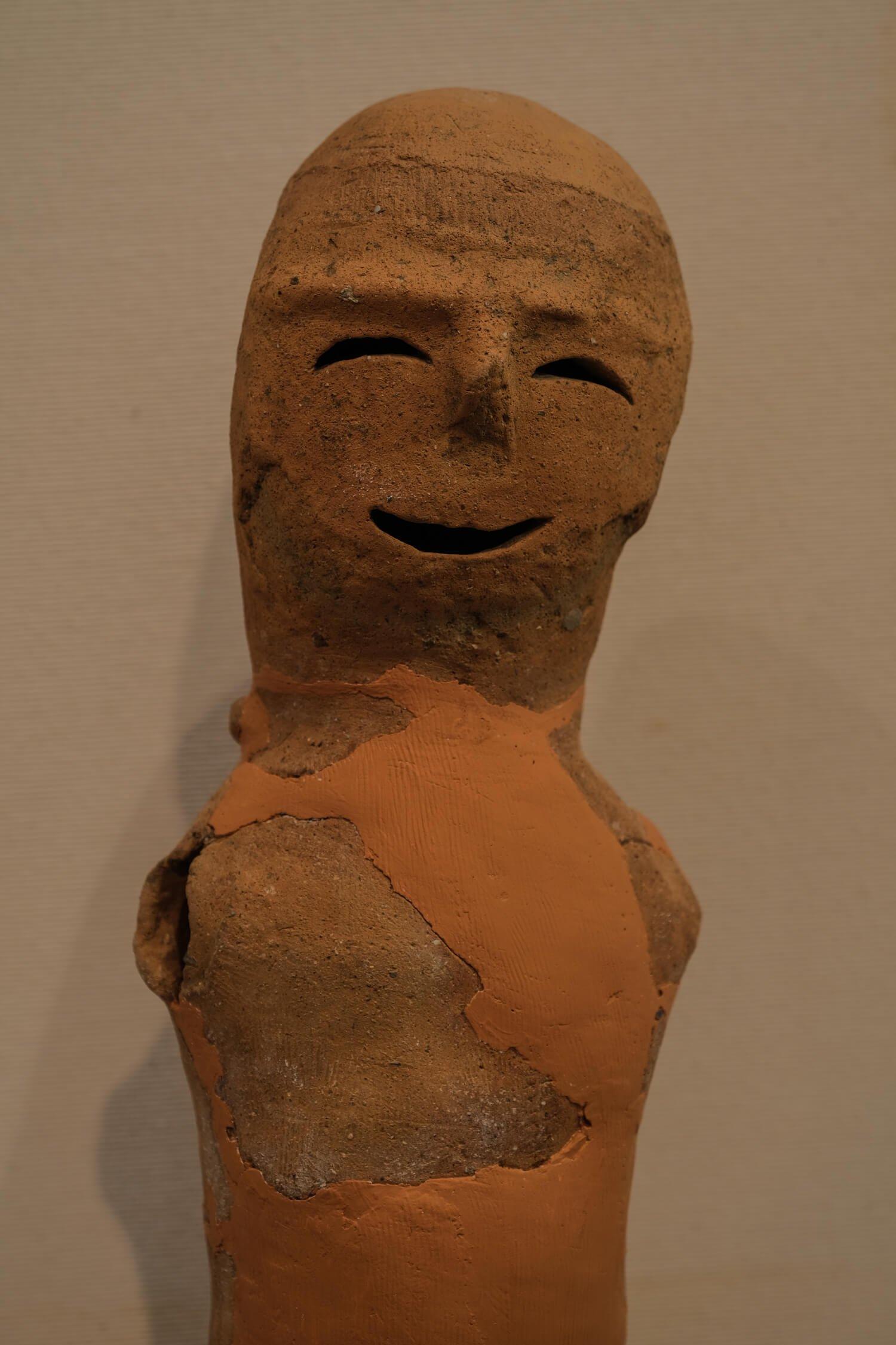 思わずほっこりしてしまう「笑う埴輪」(制作年代は6世紀後半)。