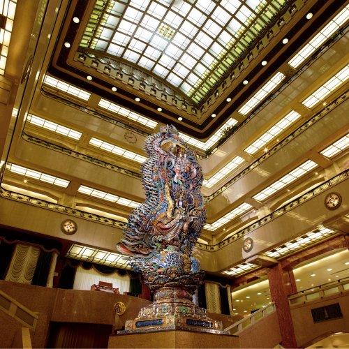 知っていますか? 日本橋三越本店本館のホールにある「天女像」と、彫刻家・佐藤玄々のこと。