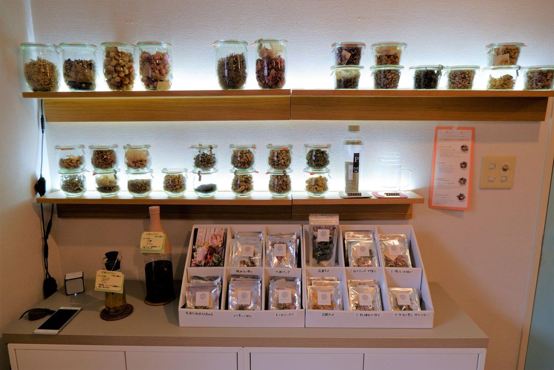 自宅用の花茶440円も販売。