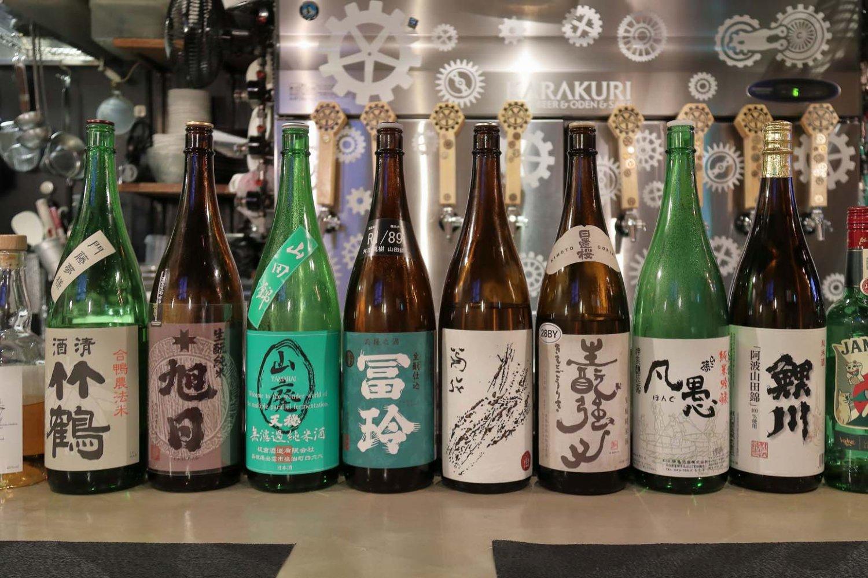 日本酒は燗酒12~13種、冷酒10種を用意。熱燗は1合935円~。