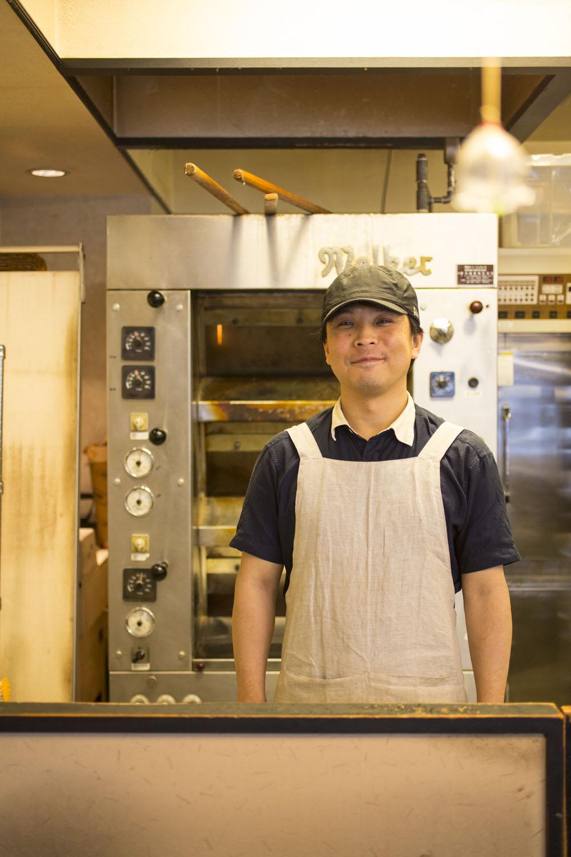 日中はほぼ一人でパンを焼くオーナーの清 澤稔さん。