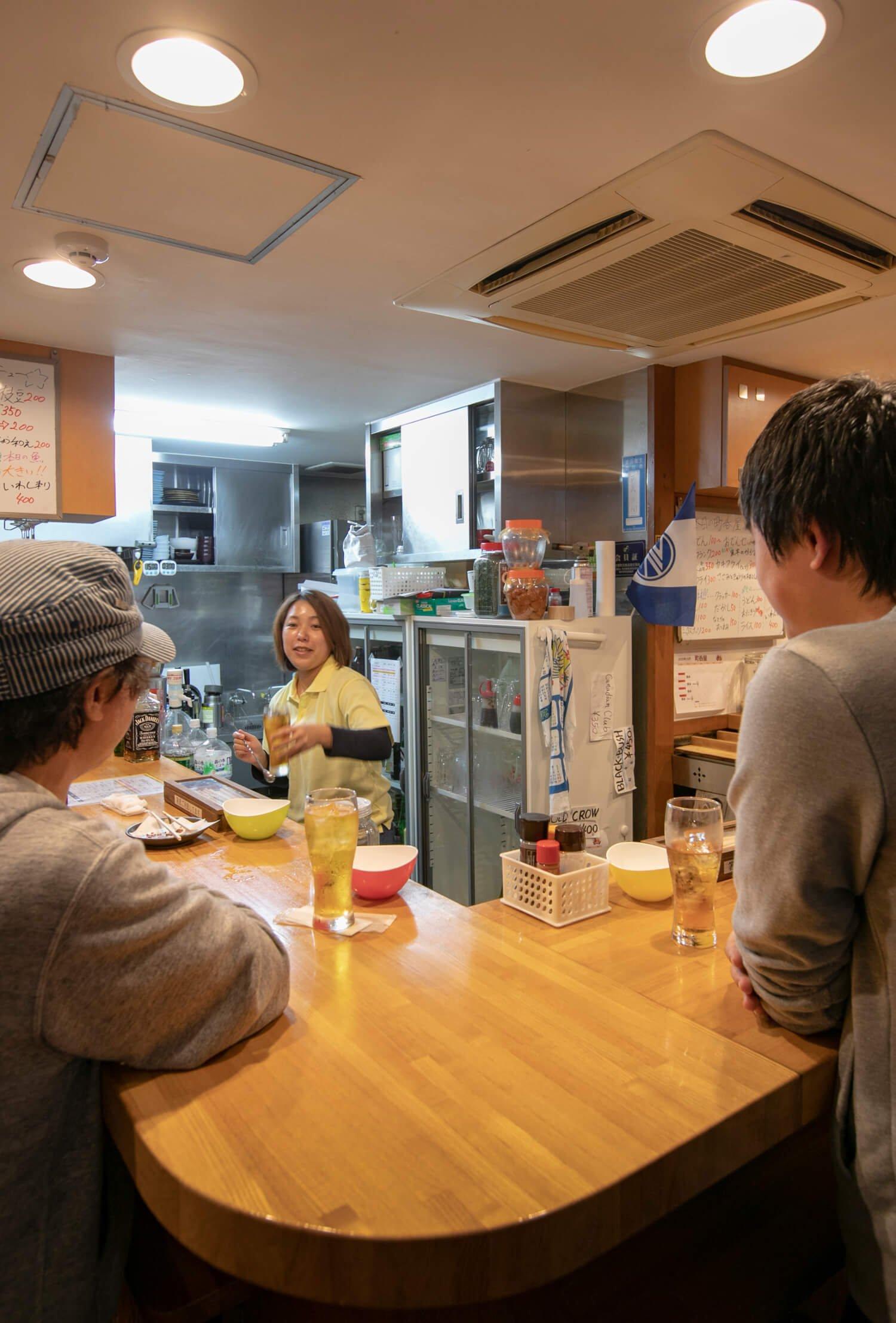 店長の平山亜蘭さんの素朴な人柄も人気の理由。