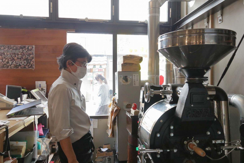 リニューアルを機会に、新たなガス釜直火式焙煎機を導入した。