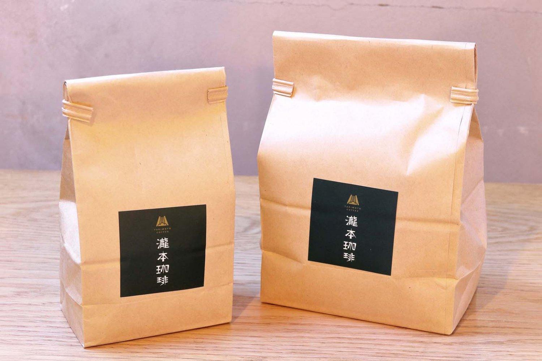 テイクアウトの豆は瀧本珈琲ブレンド100g640円。店主おすすめのコーヒーは100g 600円~など。