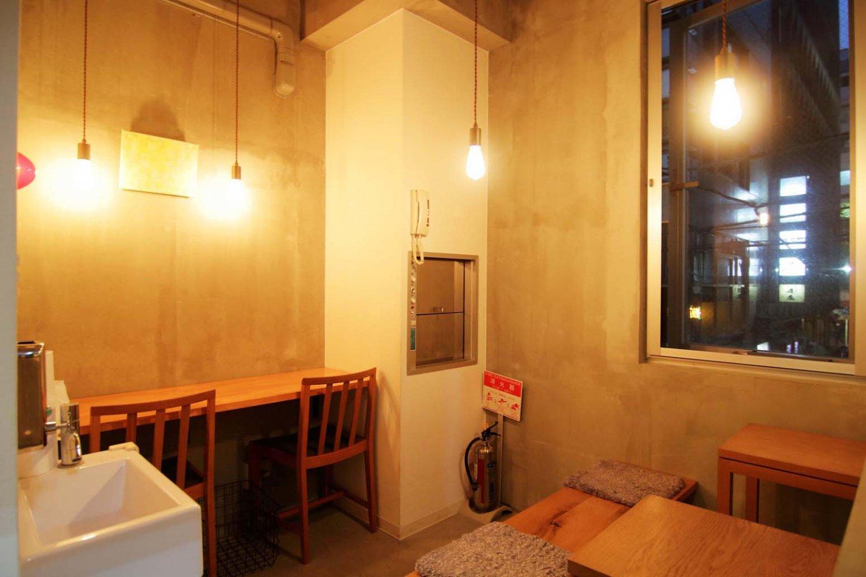 2階のイートイン。4席ほどの広さで隠れ家のよう雰囲気がある。