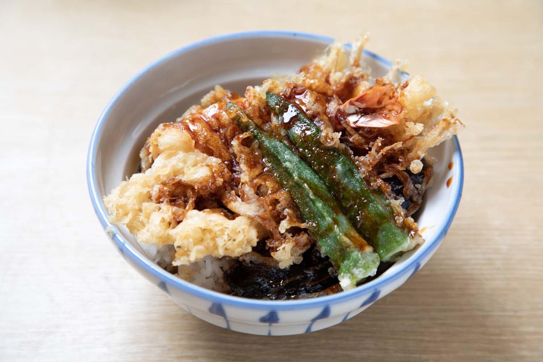天丼は単品で850円。セットよりも海老は1本多くなる。