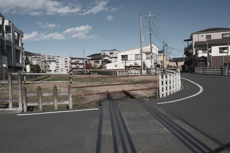 左端にあった安比奈線の架線柱が撤去され、レールも1本のみとなっていた。