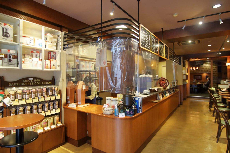 コーヒーショップ内神田店の店内。落ち着いた雰囲気で全席禁煙になっている。