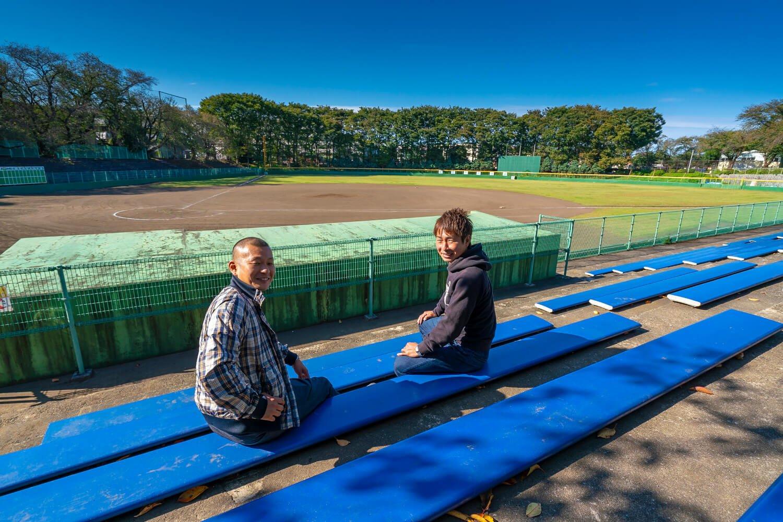 野球が熱い町田。町田市民野球リーグでは、最強の市役所チームに闘志を燃やす。毎週日曜には町田市民球場に集合。福田はセカンド、益子はキャッチャー。