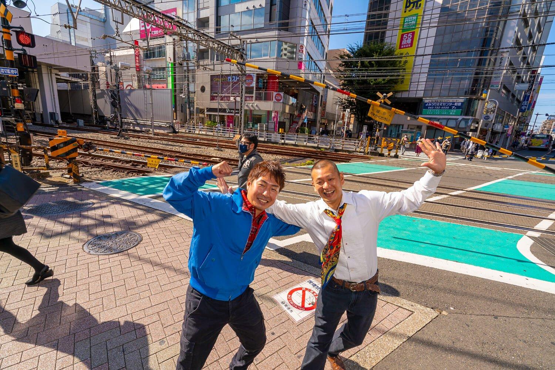 町田駅北口の踏切で。U字工事のお二人もなんど渡ったか、もうわからないほどだろう。きっと、デートでも通ったはずだ。
