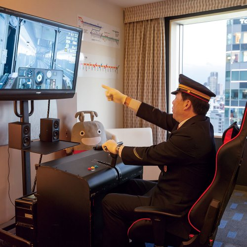 ホテルの客室で運転士になれる! 「渋谷エクセルホテル東急」に東急電鉄シミュレーター装置付きルームが登場