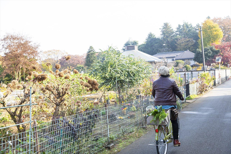 駅から遠く農家みちも1kmほどあるので、武蔵小金井駅か東小金井駅にあるシェアサイクル「スイクル」が便利。エコバッグは必携だ。