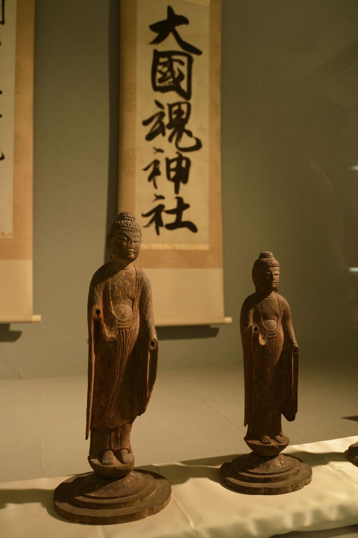 かつては神仏混淆(こんこう)だったため、宝物殿には仏像も。