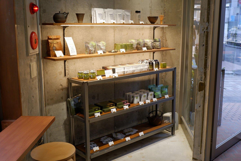 オリジナルの抹茶を使ったカステラやチョコレートなども販売。