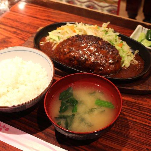 吉祥寺の『喫茶 ロゼ』は、昼も夜もわんぱくな定食が食べられる食堂系喫茶