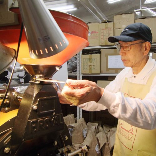 きっとお気に入りのコーヒーが見つかる。神田『豆香房』は世界の生産国へ買い付けに行くこだわりコーヒー店
